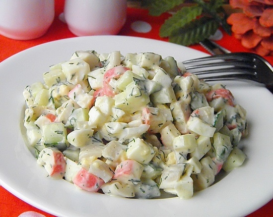 salat-s-kalmarami-yajcom-i-ogurcom-4
