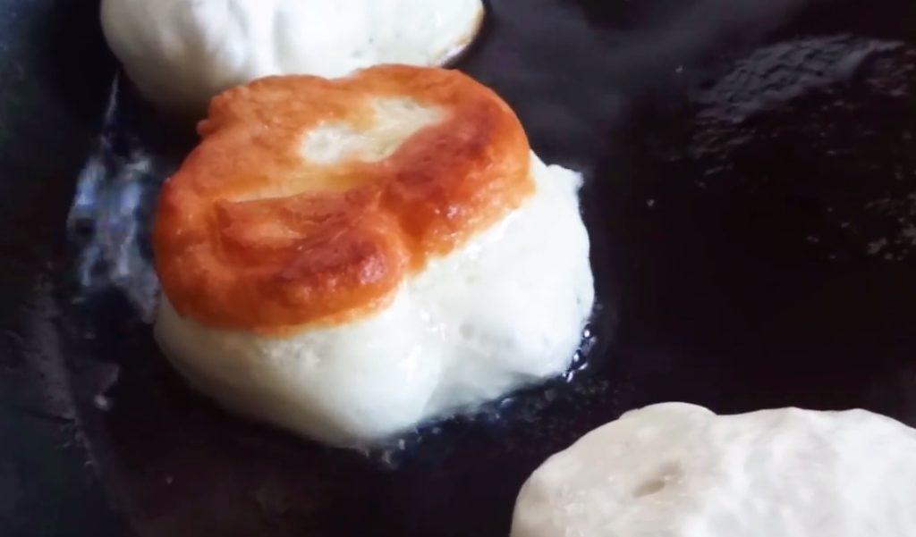 Пышные оладьи на кефире: лучшие 5 пошаговых рецепта с фото от А до Я