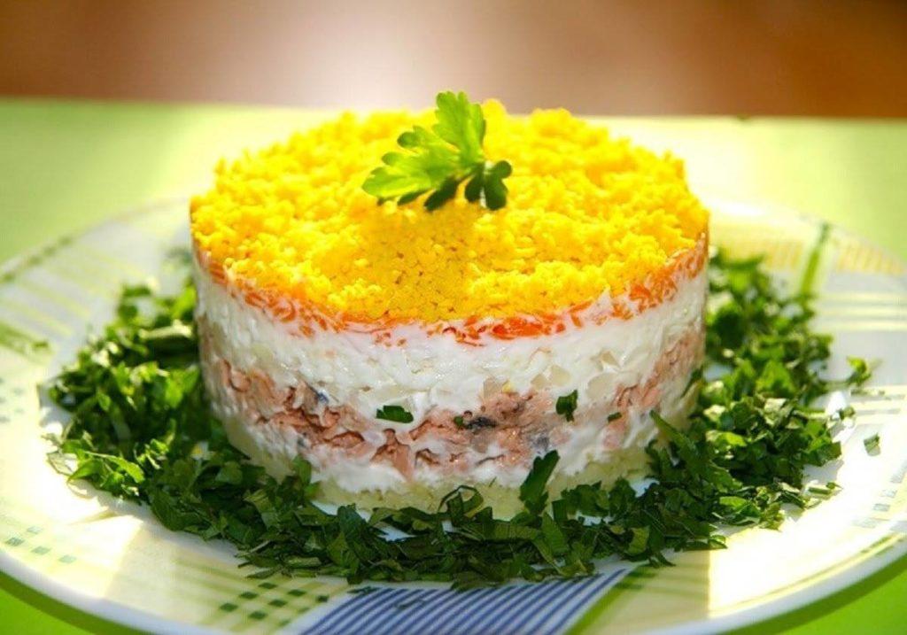 Салат «Мимоза» с сыром и сливочным маслом рецепт с фото 3