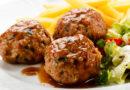 Тефтели в томатном и сметанном соусе: 5 лучших рецепта в духовке и на сковородке