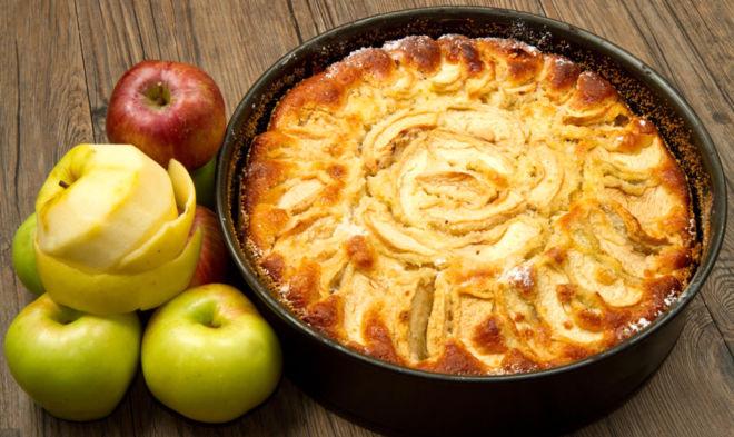 Пышная шарлотка с яблоками — 5 пошаговых рецептов в духовке