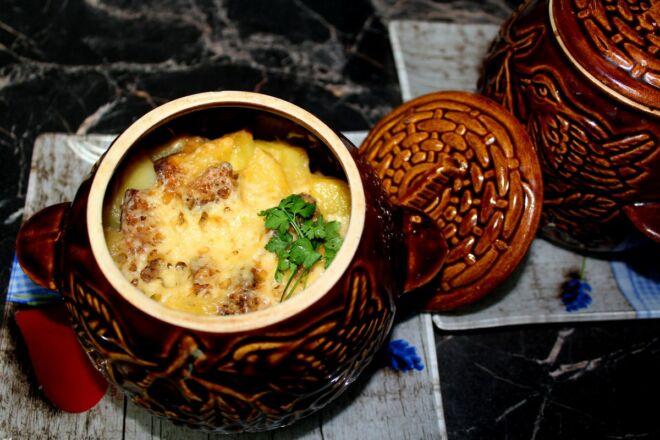 Картофель в духовке с мясом и фаршем — простые и вкусные рецепты